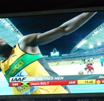 Bolt runs 19.40 in 200m