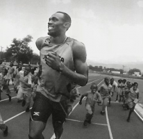 BOLT RUNNING WITH KIDS