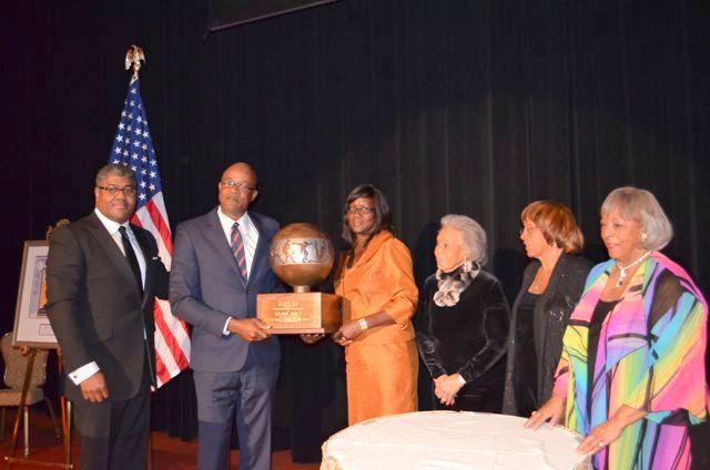 Usain wins Jesse Owens Award