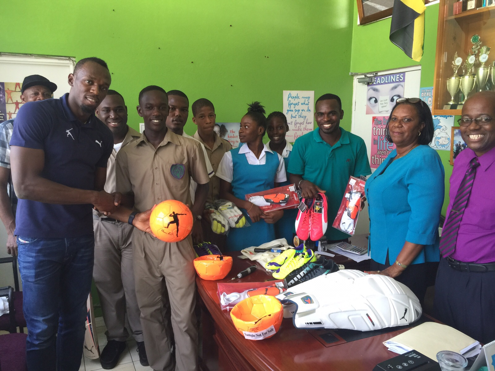 usain bolt foundation usain gives back to william knibb high school
